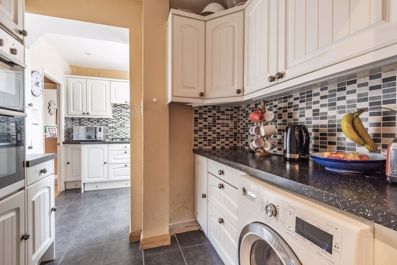 4 bedroom semi detached house For Sale in Worcester Park - Photo 16.