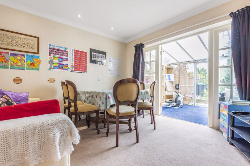 4 bedroom semi detached house For Sale in Worcester Park - Photo 4.