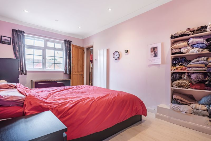 4 bedroom semi detached house For Sale in Worcester Park - Photo 6.