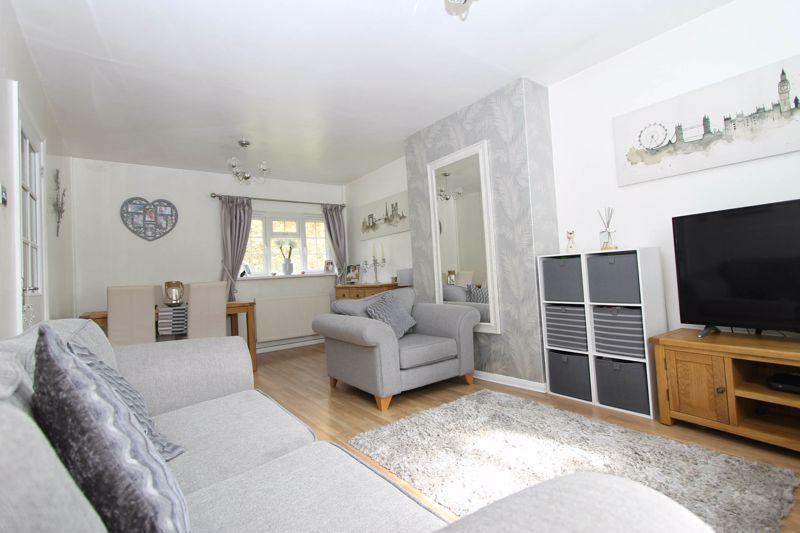 2 bedroom upper floor flat maisonette Under Offer in Worcester Park - Photo 9.