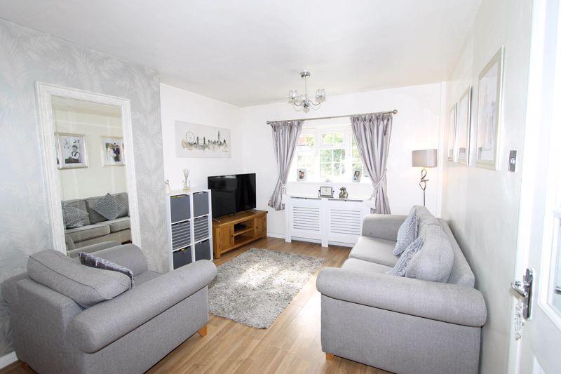 2 bedroom upper floor flat maisonette Under Offer in Worcester Park - Photo 10.