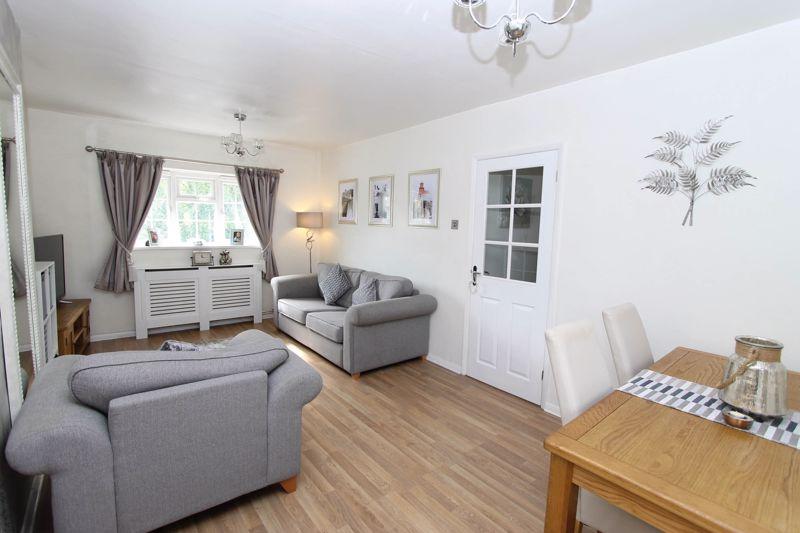 2 bedroom upper floor flat maisonette Under Offer in Worcester Park - Photo 12.