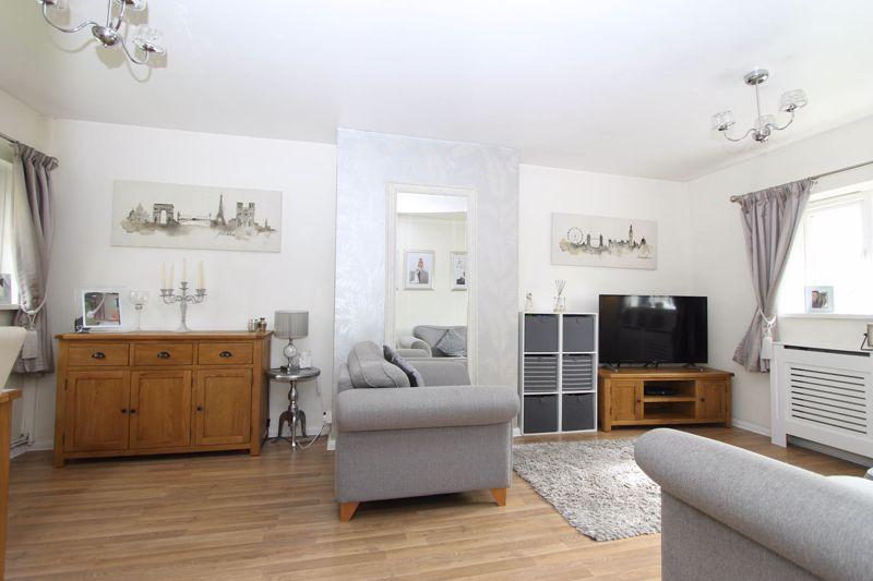 2 bedroom upper floor flat maisonette Under Offer in Worcester Park - Photo 13.