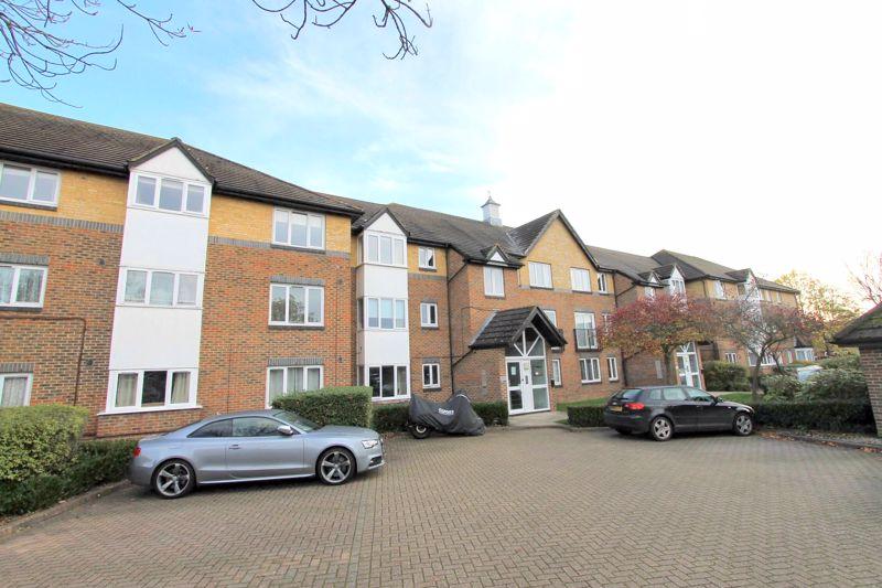 1 bedroom ground floor flat flat For Sale in Worcester Park - Photo 7.