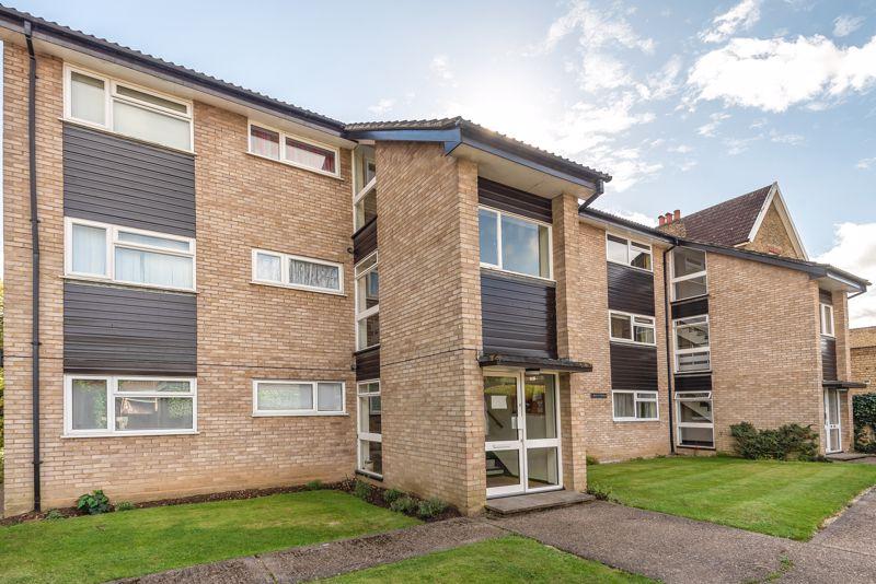 2 bedroom upper floor flat flat For Sale in Worcester Park - Photo 1.