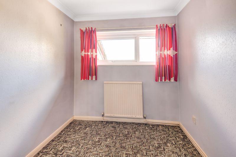 2 bedroom upper floor flat flat For Sale in Worcester Park - Photo 11.