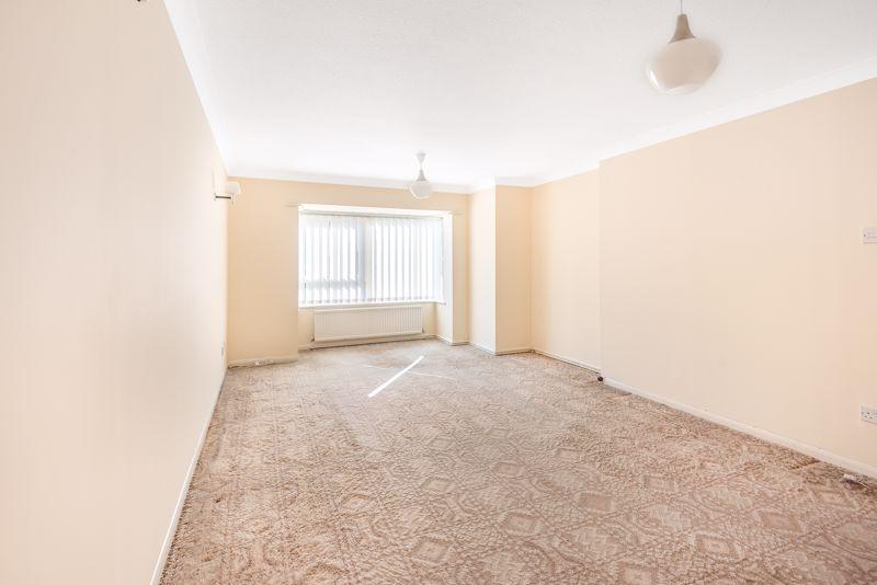 2 bedroom upper floor flat flat For Sale in Worcester Park - Photo 3.
