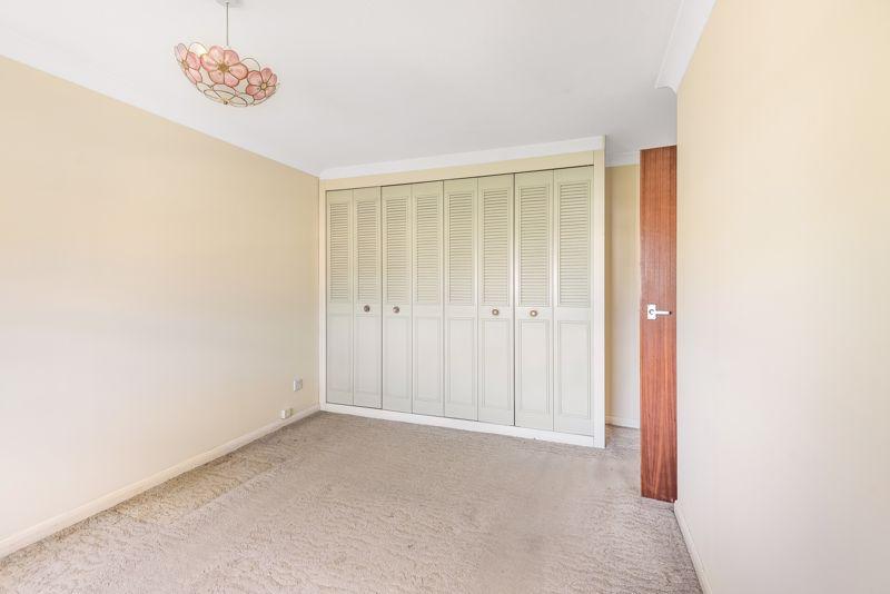 2 bedroom upper floor flat flat For Sale in Worcester Park - Photo 7.