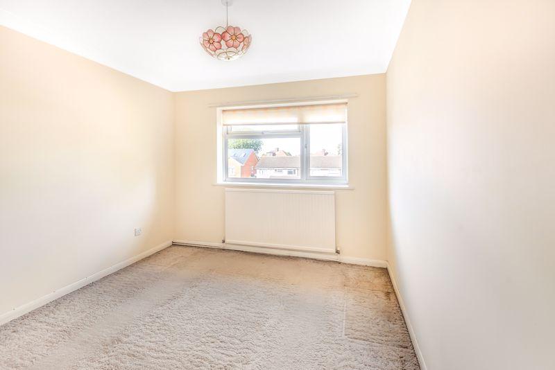 2 bedroom upper floor flat flat For Sale in Worcester Park - Photo 8.