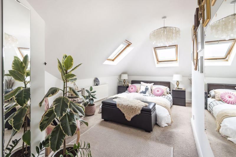5 bedroom semi detached house Under Offer in Worcester Park - Photo 8.