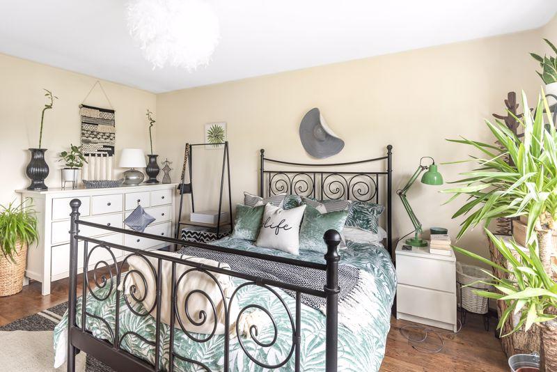 5 bedroom semi detached house Under Offer in Worcester Park - Photo 9.