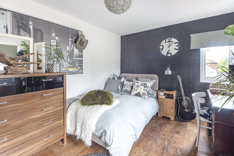 5 bedroom semi detached house Under Offer in Worcester Park - Photo 20.