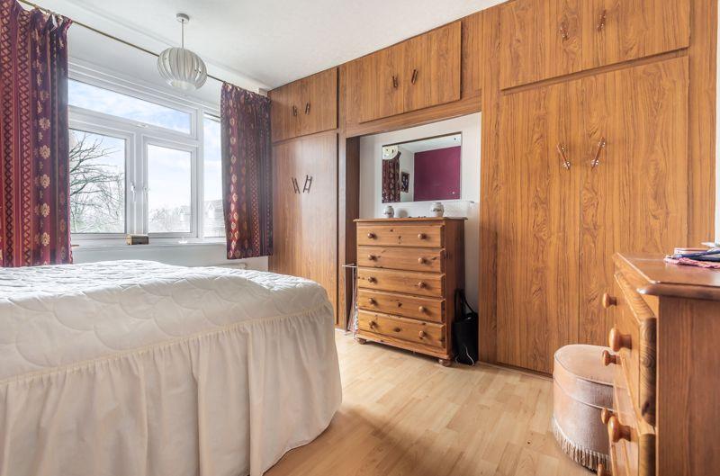 3 bedroom semi detached house Under Offer in Worcester Park - Photo 5.