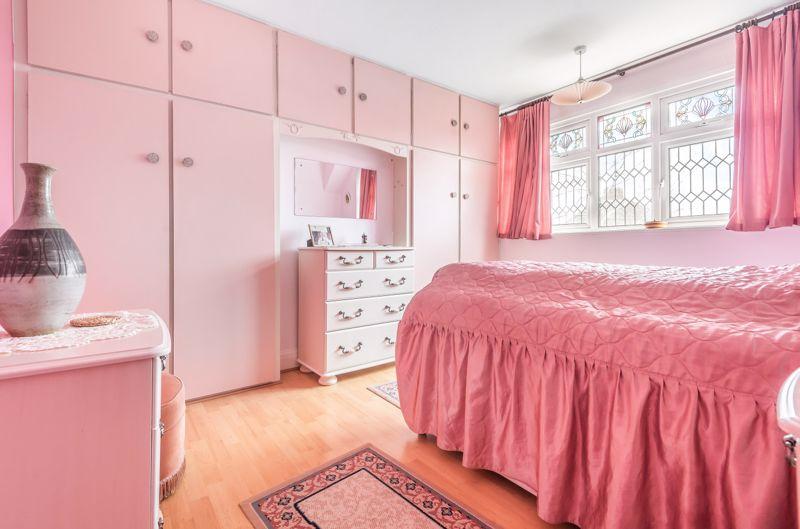 3 bedroom semi detached house Under Offer in Worcester Park - Photo 6.