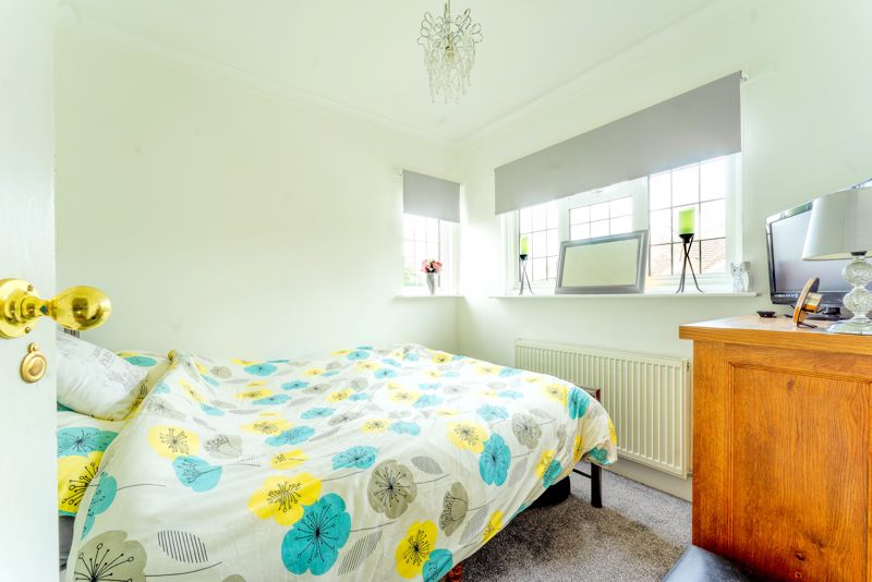 3 bedroom semi detached house Under Offer in Epsom - Photo 17.
