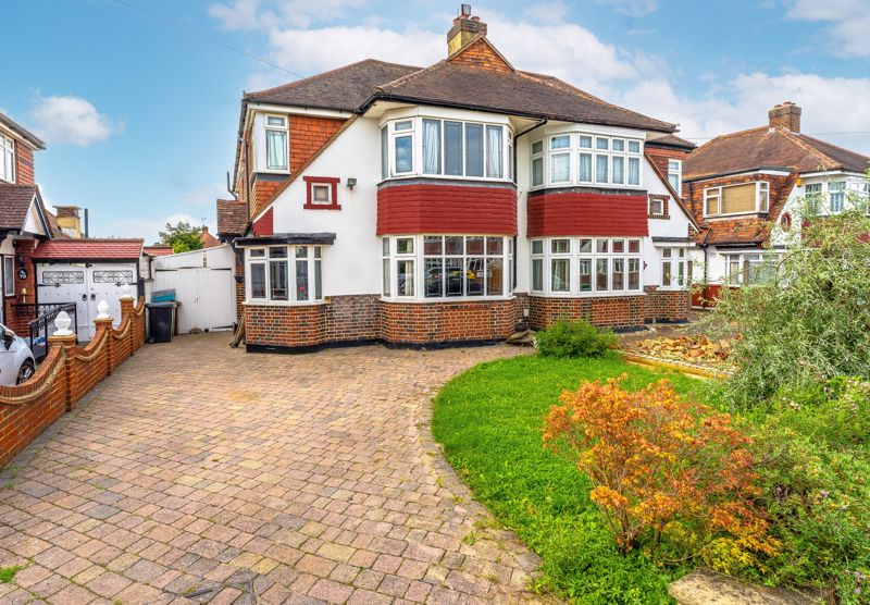 4 bedroom semi detached house Under Offer in Epsom - Photo 18.