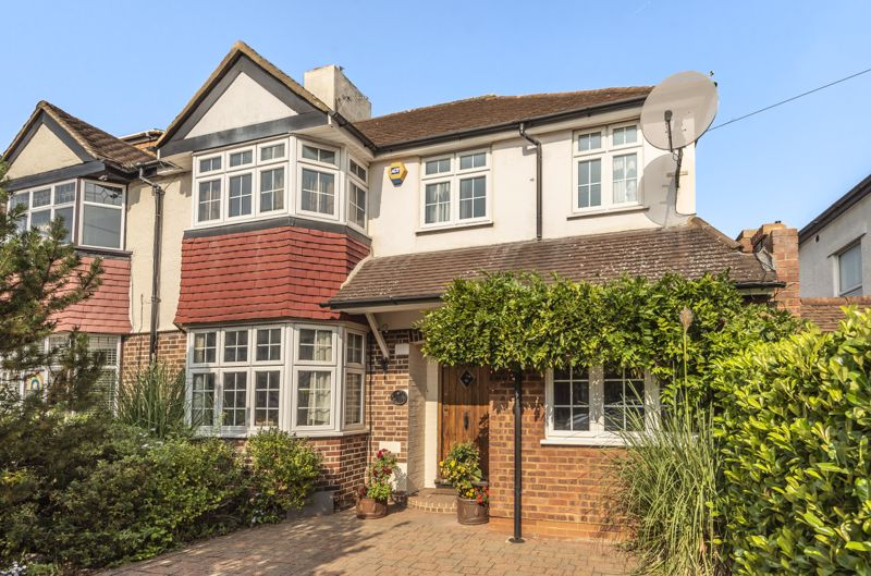 4 bedroom semi detached house For Sale in New Malden - Photo 11.