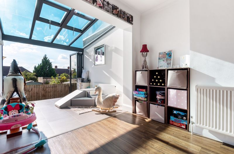 3 bedroom end terrace house Under Offer in Morden - Photo 12.