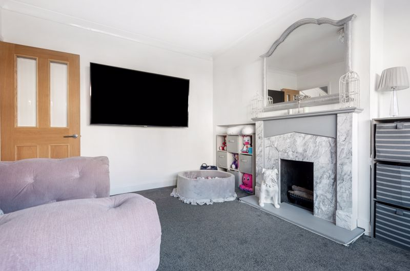 3 bedroom end terrace house Under Offer in Morden - Photo 2.