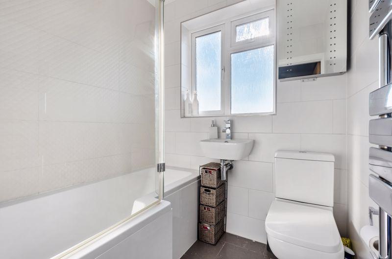 3 bedroom end terrace house Under Offer in Morden - Photo 9.