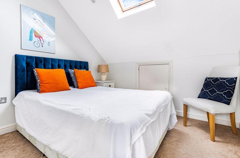 6 bedroom semi detached house Under Offer in Worcester Park - Photo 5.