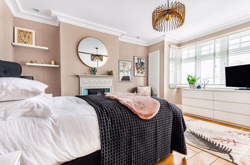 6 bedroom semi detached house Under Offer in Worcester Park - Photo 6.