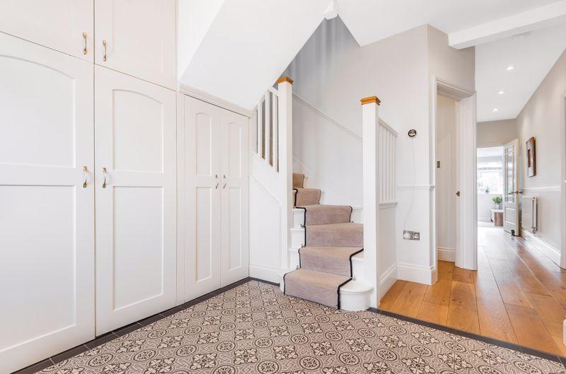 6 bedroom semi detached house Under Offer in Worcester Park - Photo 10.