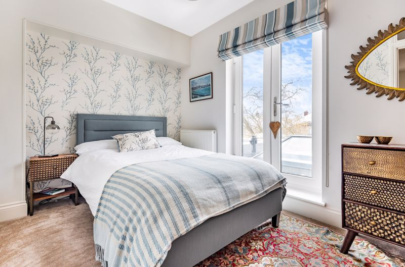 6 bedroom semi detached house Under Offer in Worcester Park - Photo 20.