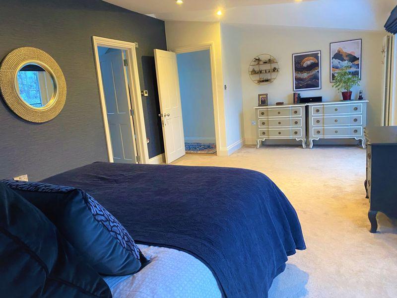 6 bedroom semi detached house Under Offer in Worcester Park - Photo 18.