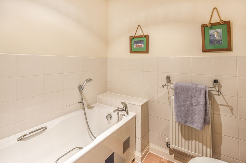 4 bedroom end terrace house Under Offer in Worcester Park - Photo 11.