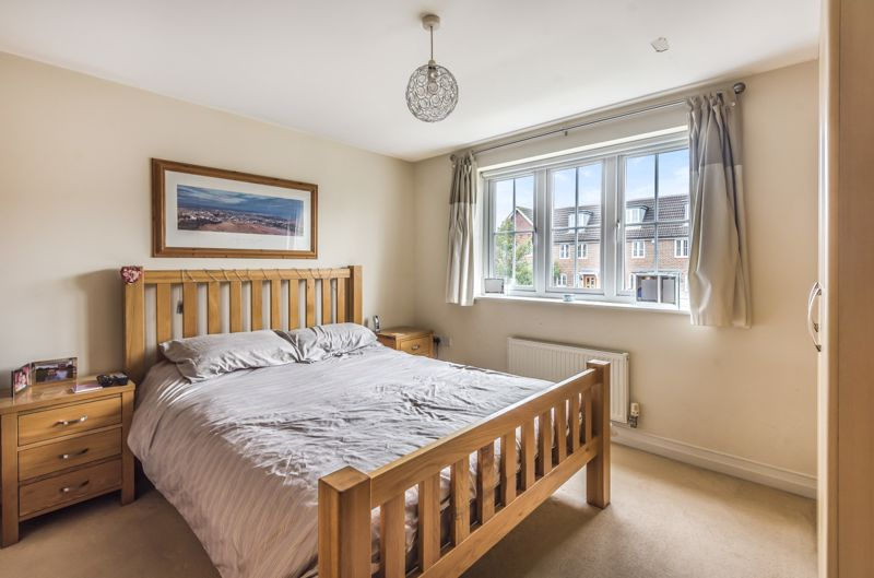 4 bedroom end terrace house Under Offer in Worcester Park - Photo 7.