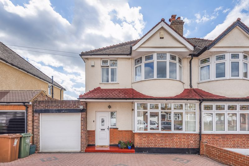 3 bedroom semi detached house For Sale in Worcester Park - Photo 1.