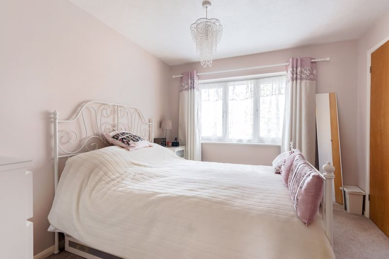 2 bedroom terraced house Under Offer in Worcester Park - Photo 3.