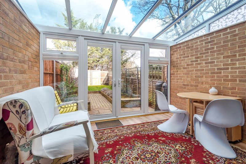 2 bedroom terraced house Under Offer in Worcester Park - Photo 5.
