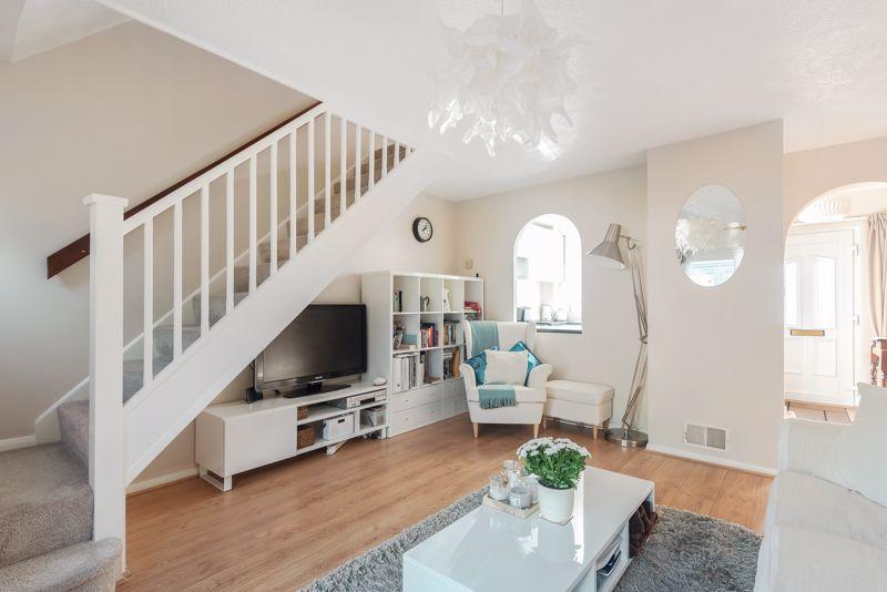 2 bedroom terraced house Under Offer in Worcester Park - Photo 10.