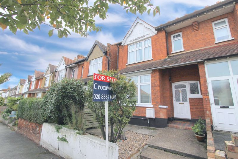 3 bedroom semi detached house For Sale in Worcester Park - Photo 14.
