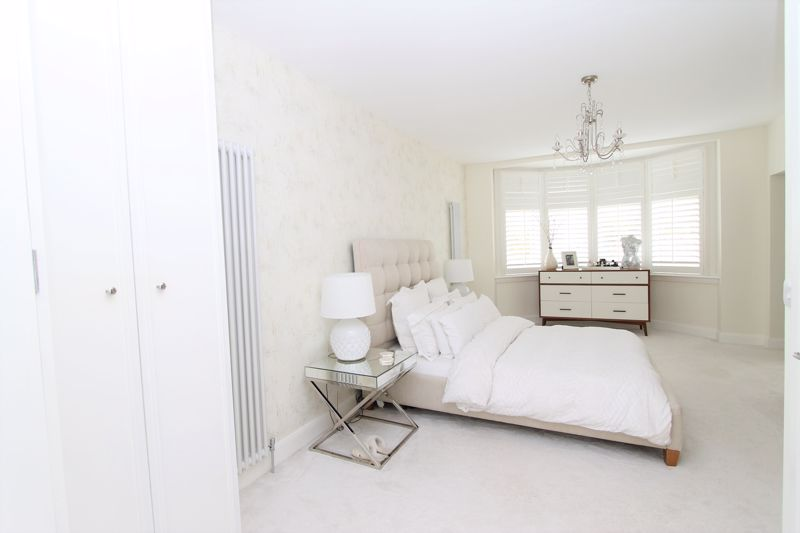 5 bedroom semi detached house Under Offer in Tadworth - Photo 3.