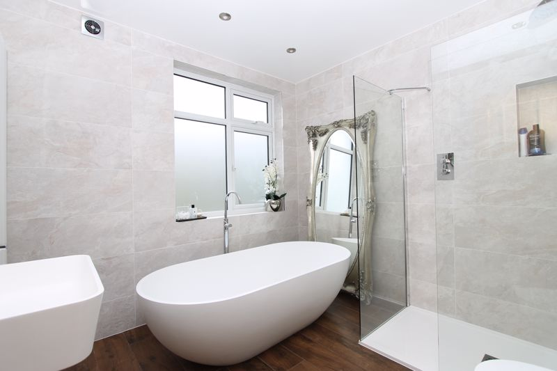 5 bedroom semi detached house Under Offer in Tadworth - Photo 7.