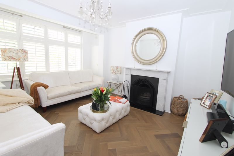 5 bedroom semi detached house Under Offer in Tadworth - Photo 13.