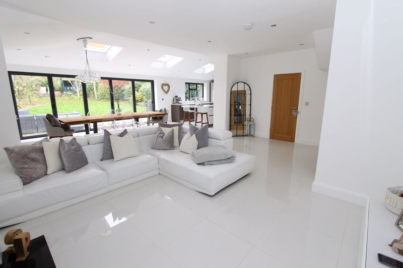 5 bedroom semi detached house Under Offer in Tadworth - Photo 17.