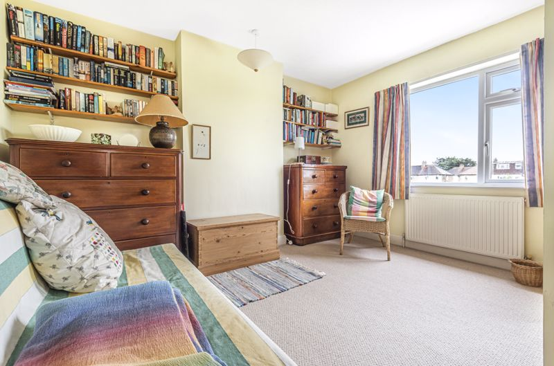 4 bedroom semi detached house Under Offer in Worcester Park - Photo 3.