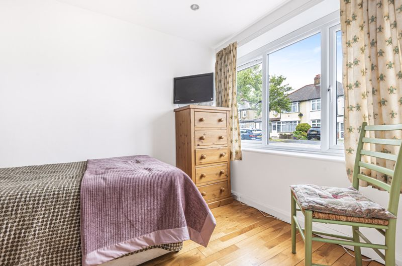 4 bedroom semi detached house Under Offer in Worcester Park - Photo 12.