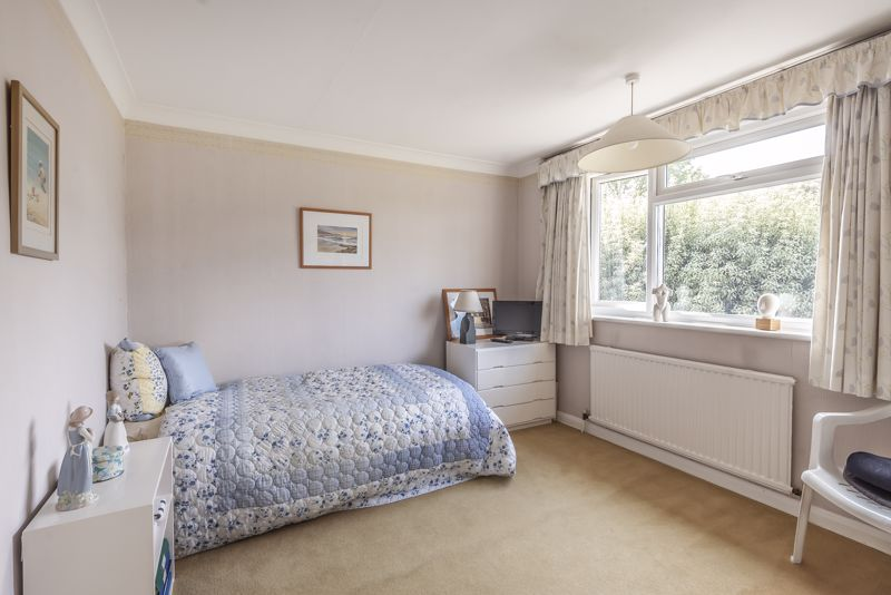 4 bedroom detached house For Sale in Worcester Park - Photo 12.