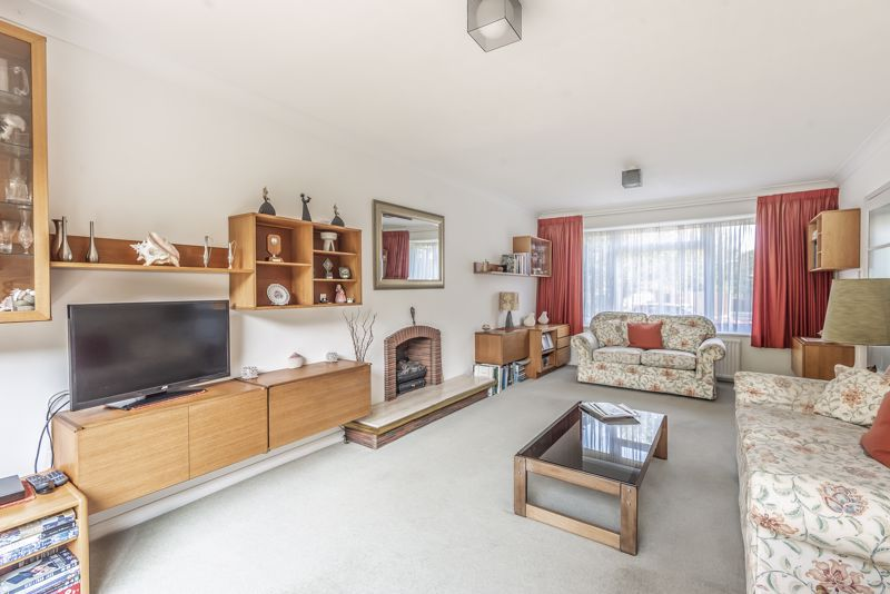 4 bedroom detached house For Sale in Worcester Park - Photo 18.