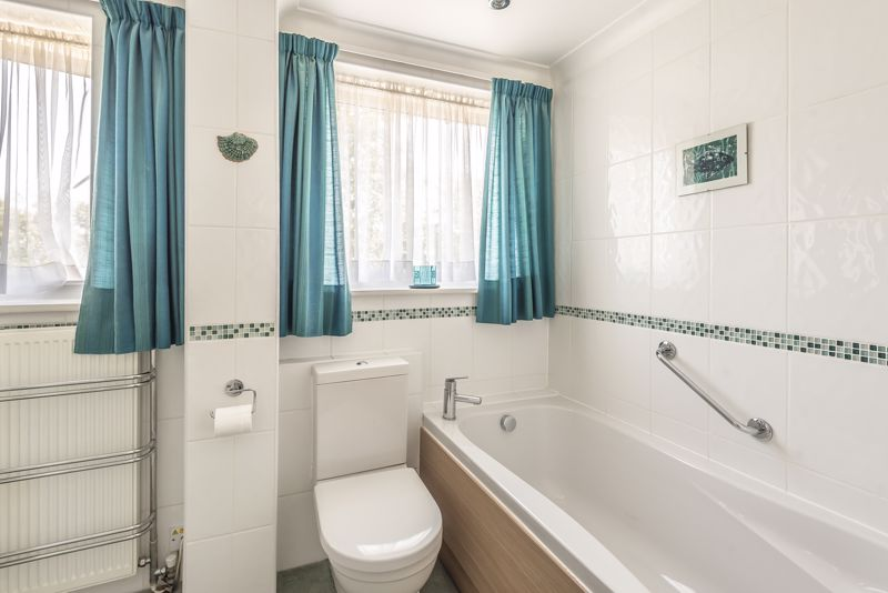 4 bedroom detached house For Sale in Worcester Park - Photo 20.