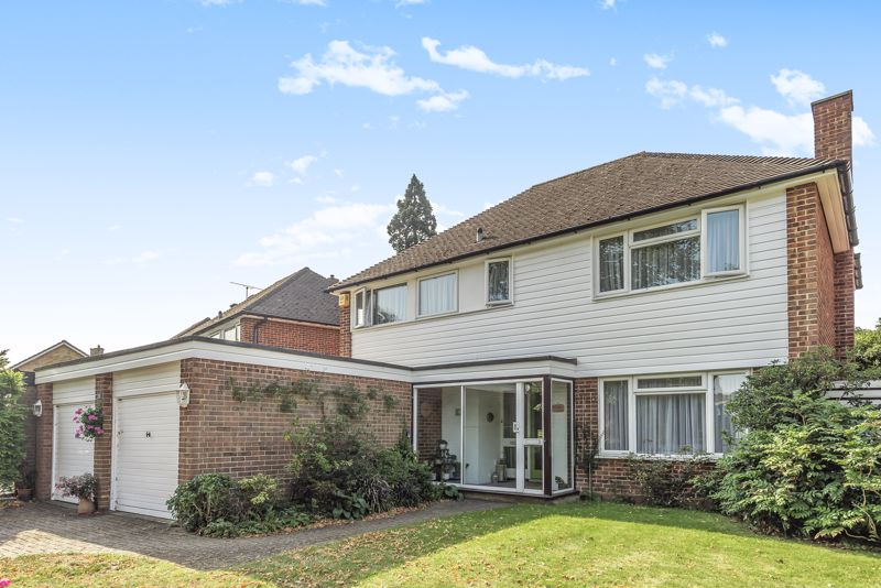 4 bedroom detached house For Sale in Worcester Park - Photo 21.