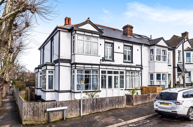 4 bedroom semi detached house For Sale in Worcester Park - Photo 1.