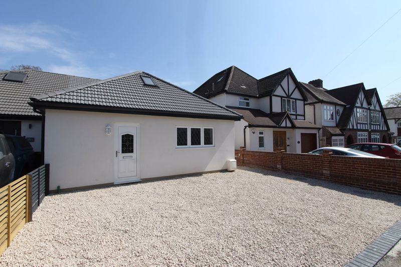 3 bedroom semi detached bungalow For Sale in Worcester Park - Photo 21.