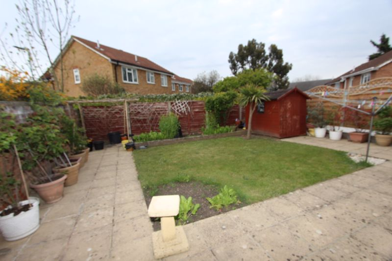 4 bedroom detached house Let in Carshalton - Photo 14.