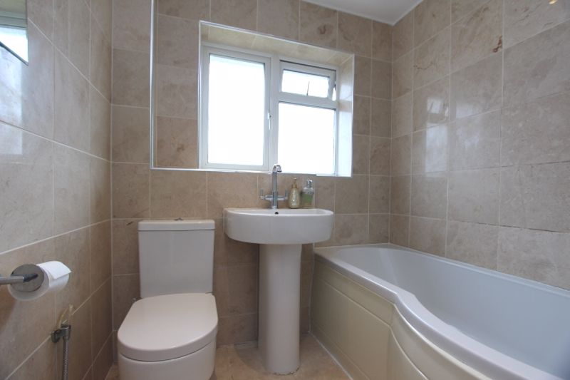 4 bedroom detached house Let in Carshalton - Photo 20.